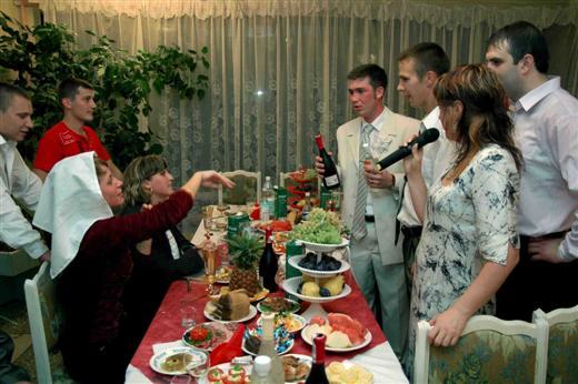 Прикольные конкурсы на день рождения взрослых за столом